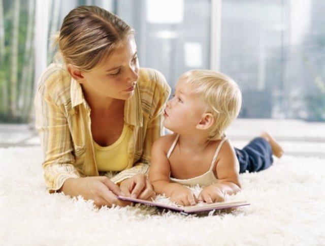 Los bebés práctican antes de su primera palabra