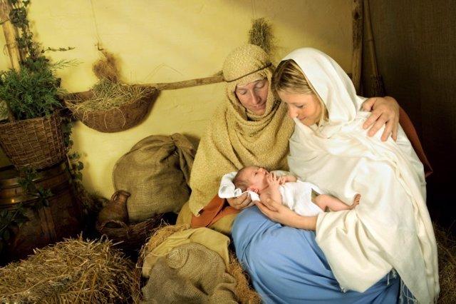 Visita a un belén viviente en Navidad