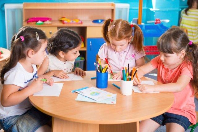 Niños escribiendo, escritura, escribir, ortografía, colores, dibujar