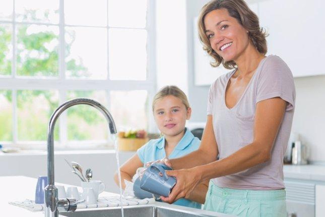 Trucos para ahorrar agua en casal. Grifo, fregar platos