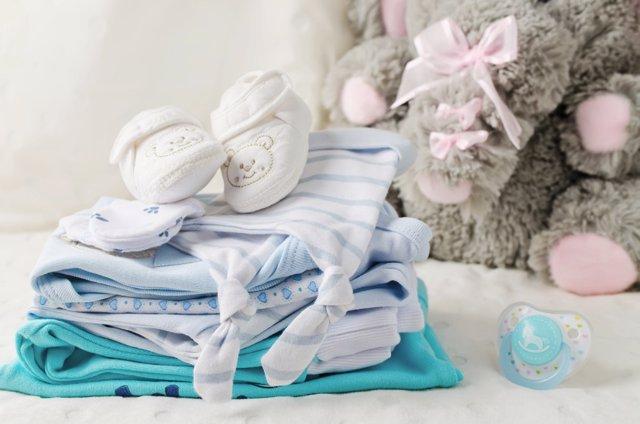 Canastilla del bebé, la elección de su ropa para la maternidad