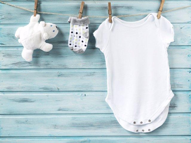 Ropa imprescindible para la canastilla de tu bebé