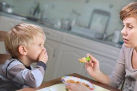 Los 7 grandes errores para enseñar a los niños a comer
