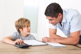 Ayudar a los hijos en los deberes de matemáticas puede ser perjudicial