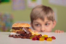Cuántos anuncios ven tus hijos sobre comida basura