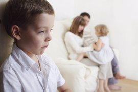 Cómo podemos solucionar los celos entre hermanos