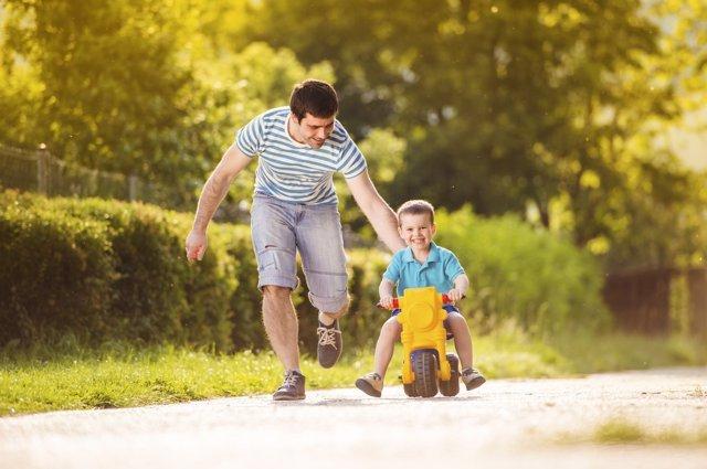 No hay que confundir cuidar con sobreproteger a los niños