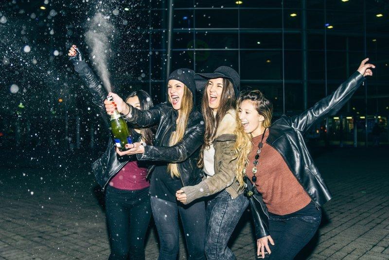 Fiesta de Nochevieja, la charla que debes mantener con tus hijos sobre el alcohol