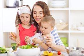 Para que los niños coman comida sana, mejor llamarla sabrosa