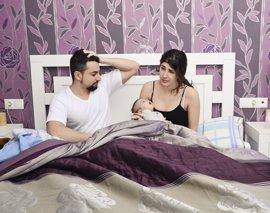 Entre 400 y 700 horas, el sacrificio de sueño que realizan los padres