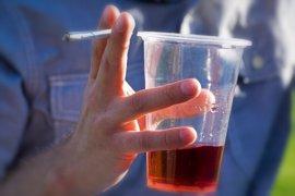 Alcohol y tabaco, un tándem inseparable para muchos jóvenes