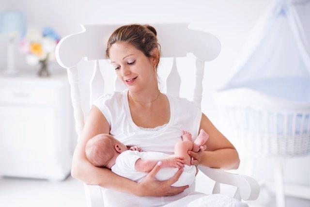 Dar el pecho hace que el dolor de la cesárea se reduzca.