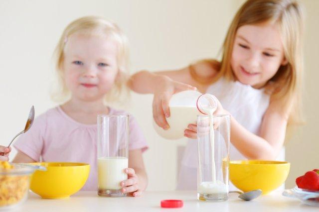 Recuerdan la importancia de la leche en el crecimiento de los niños.