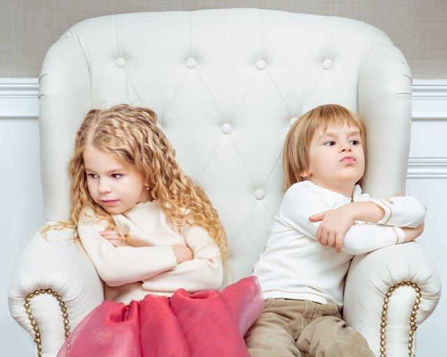Los padres pueden imponer límites en los celos entre hermanos