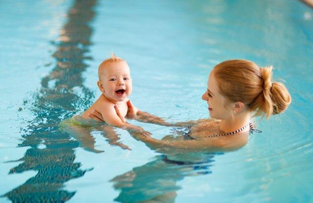 Bebés como peces en el agua