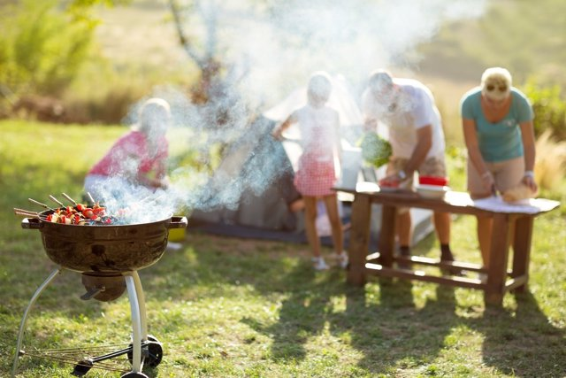 Si vas a comer fuera en verano atiende estos consejos.