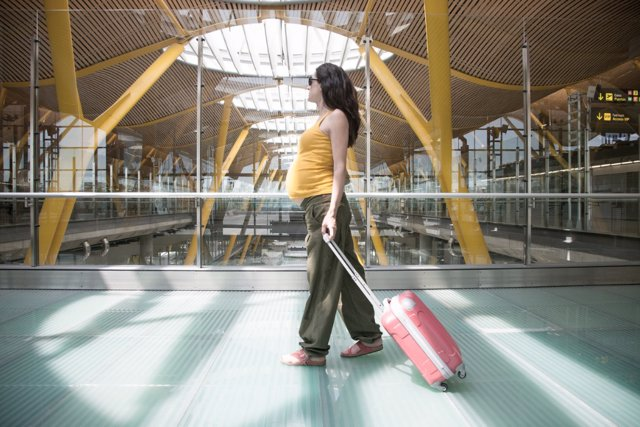 Viajar durante el embarazo supone seguir una serie de normas de prevención.