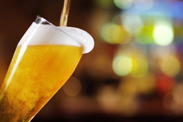 Distintas asociaciones piden una subida del precio del alcohol.