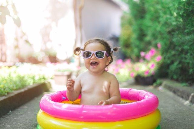 Vigila a tu bebé en el agua