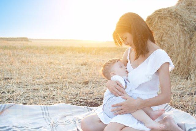 La lactancia en verano merece una mayor atención para evitar problemas.
