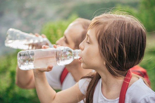 Las bebidas frías ocasionan dolor de cabeza si se beben rápido.