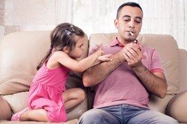 Los niños fumadores pasivos crecen a pesar de la Ley Antitabaco