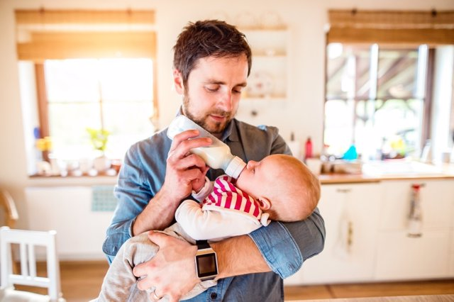 Cada vez más padres se implican en el cuidado de sus hijos