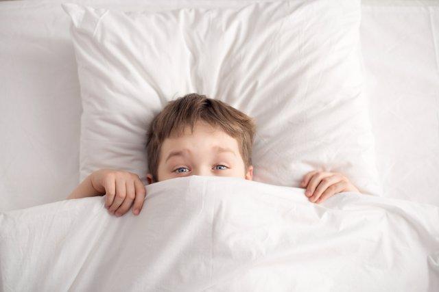Mandar al niño a la cama en verano puede ser una misión impoisble.