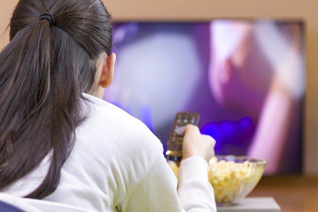 Demasiado tiempo frente a la televisión reduce la movilidad.