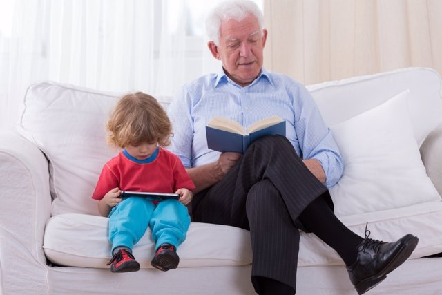 Lo que deben considerar los familiares que cuidan de los hijos de sus parientes.