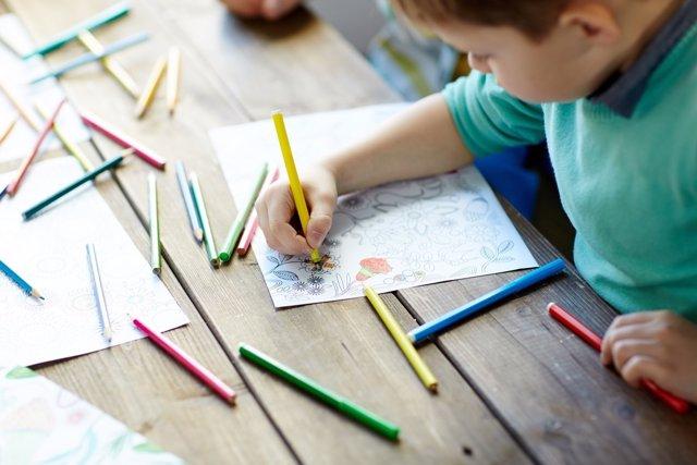 El dibujo en niños puede tener muchos beneficios para favorecer su comuniación.