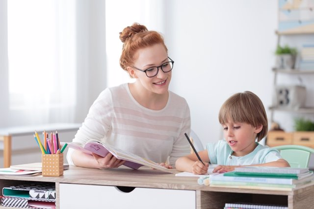Cómo ayudar al niño con dislexia en casa.