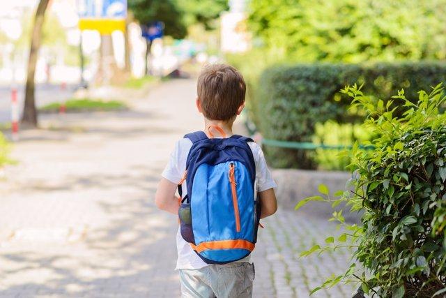 ¿A Qué Edad Crees Que Debes Inscribir A Tu Hijo En El Colegio?