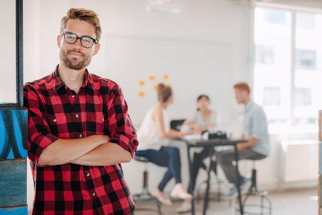 Crece el número de jóvenes que trabajan en puestos por debajo de sus estudios.