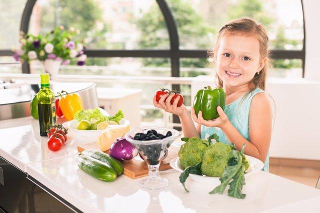 A comer verduras, también se enseña.