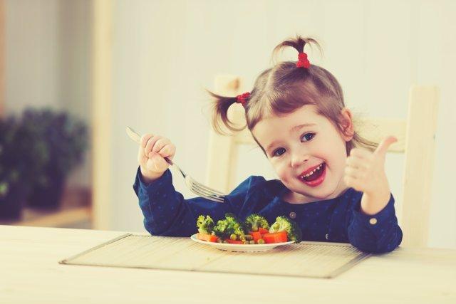 Cómo enseñar a los niños a comer bien.