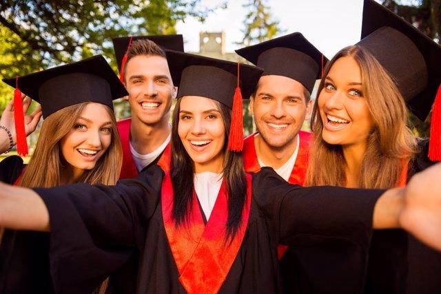 ¿Debería Ampliarse La Educación Obligatoria Más Allá De Los 16 Años?