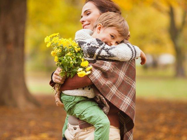 Fomentar el vínculo afectivo en la familia tiene beneficios en el futuro.