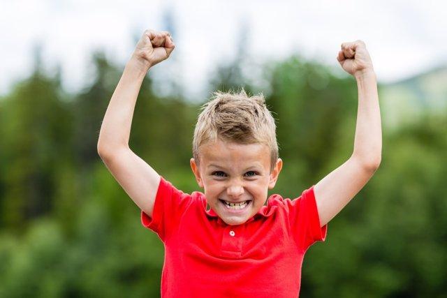 La autoestima puede fomentarse en los niños a través de pequeñas actividades.