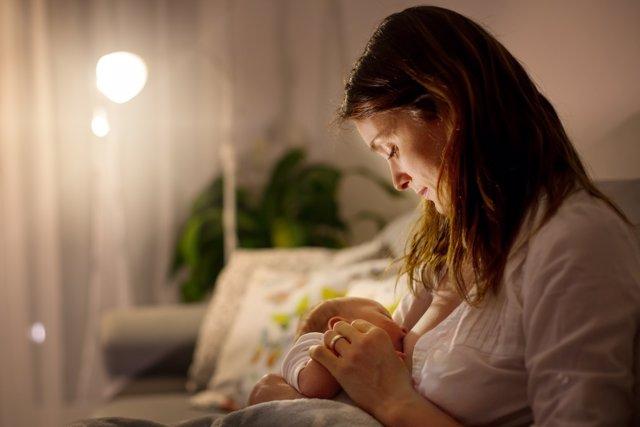 La lactancia ayuda a prevenir la muerte súbita.