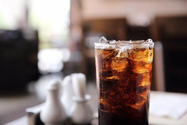 Incluir los refrescos en la dieta habitual de los niños tiene graves efectos.