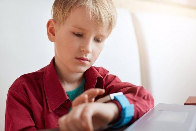 Los smartwatches en niños pueden alterar su privacidad.