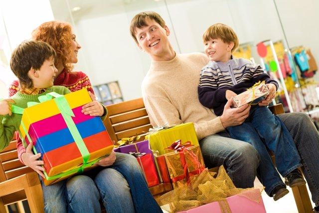 Las compras navideñas pueden ser un gran gasto si no se tiene cuidado.