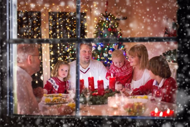 Las cenas en familia son oportunidad única para aprender valores.