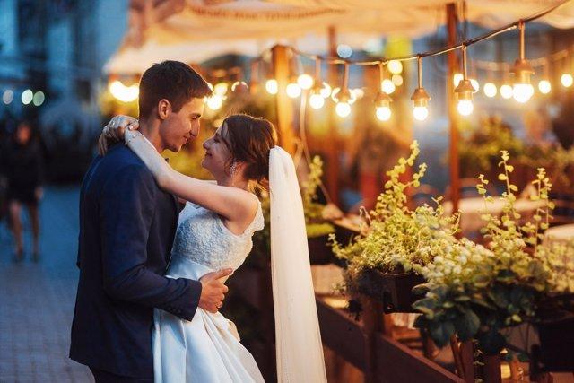 El matrimonio reduce el riesgo de fallecer por enfermedad caríaca.