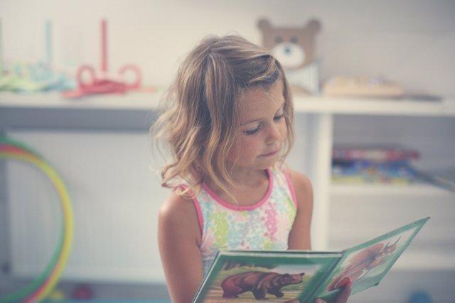 La lectura en voz alta aumenta la atención y mejora la memoria.