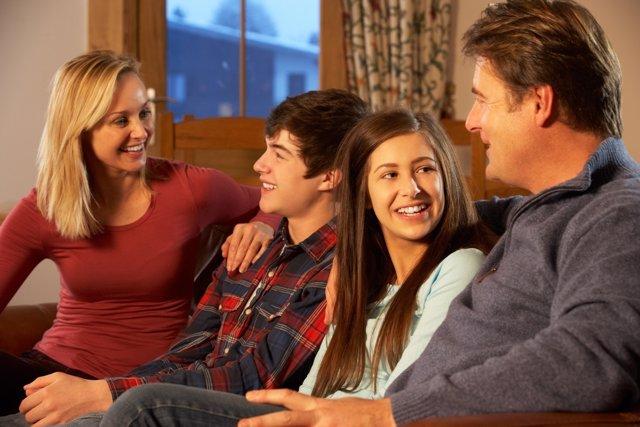 La familia ayuda a prevenir los problemas de la adolescencia.