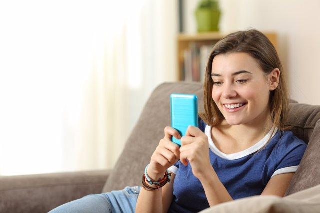 ¿Qué Compromisos Asume El Joven Que Recibe Un Smartphone?