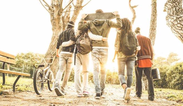 Los amigos son muy importantes en el desarrollo de los adolescentes.