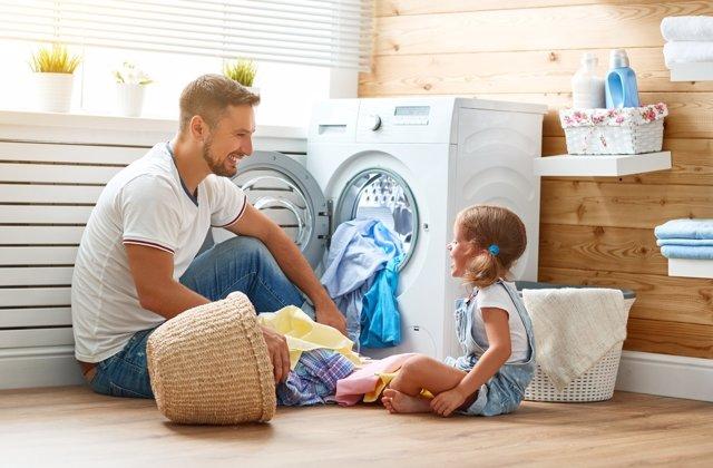 Las nuevas generaciones más concienciadas con la corresponsabilidad en el hogar.